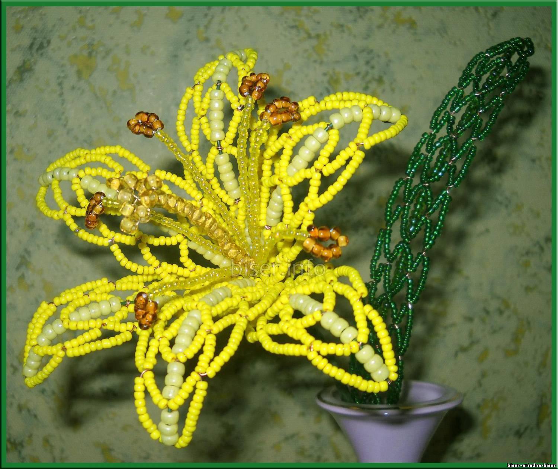 Ажурное плетение из бисера на проволоке.
